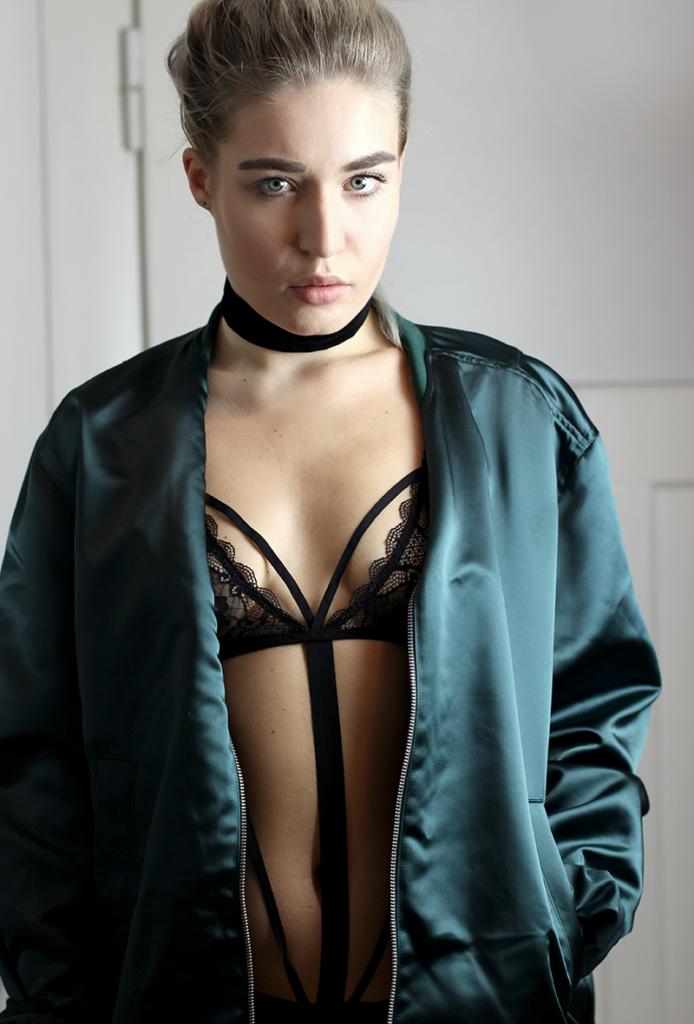 Sunday Soultalk-Fashion-Underwear-Body-Bodysuit-Dessous-Shooting-Zugeschnürt-Sexy-Blogger-Modeblog-Fashionblog-Personal Blog