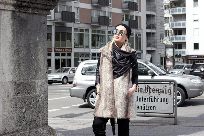 Mode-Blogger-Modeblogger-ootd-outfit-Look-Style-Streetstyle-Lauralamode-Style-lookbook-Munich-Muenchen-Fashionblogger-Mode-Vintage-Jeffrey Campbell-Balenciaga-Zara