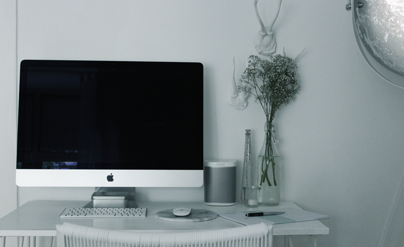 Interior-Home-Einrichtung-Work-Schreibtisch-Mac-Otto-Onloom-Style-Blogger-Lifestyle-Butlers-Philips Hue-iHaus-Blogger-Munich-Muenchen