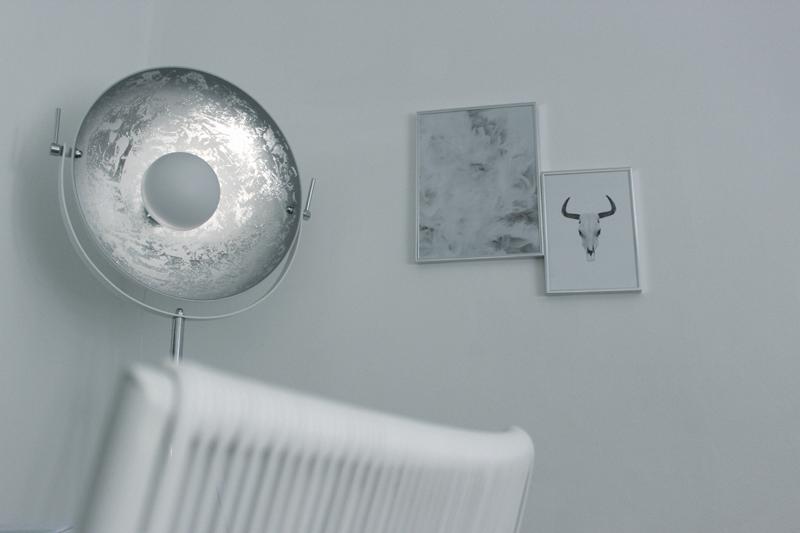 ^Interior-Home-Einrichtung-Work-Schreibtisch-Mac-Otto-Onloom-Style-Blogger-Lifestyle-Butlers-Philips Hue-iHaus-Blogger-Munich-Muenchen