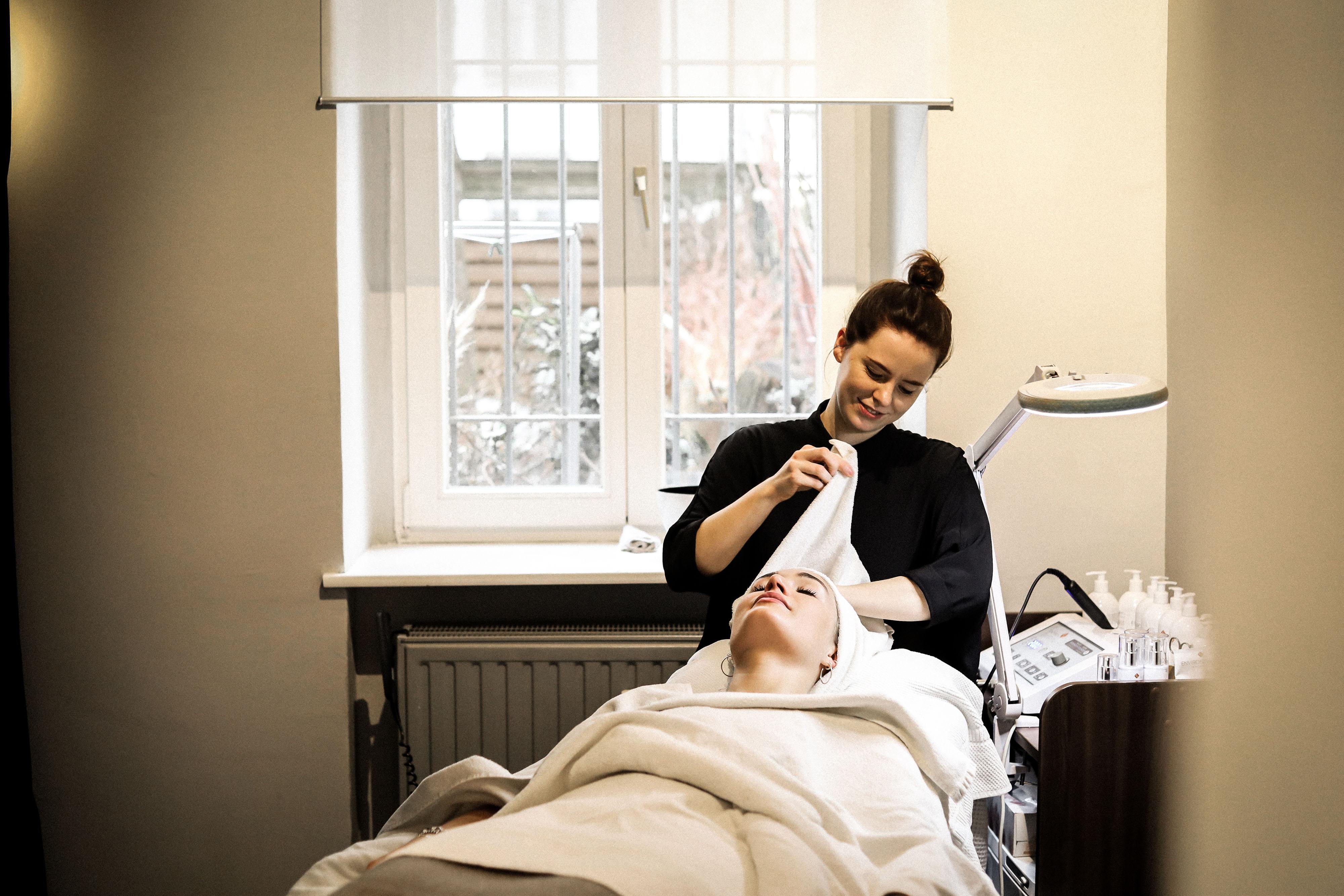 Lauralamode Treatwell Beauty Skin Skincare App Beauty App Face Skincare Salon Emma Gesichtsbehandlung Ultraschall Ausreinigung Beauty Blogger Berlin Spring