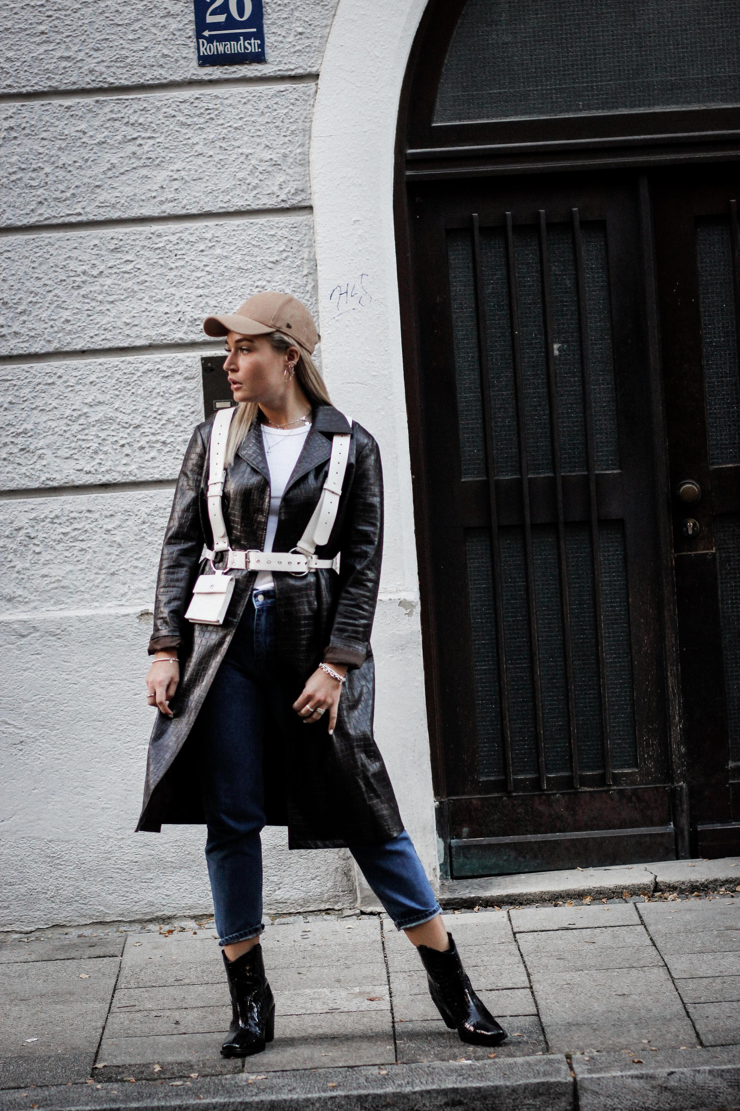 Lauralamode Fashion Blogger Fashionblogger Mantel Coat Herbst Herbsttrend Leather Coat Ledermantel Streetstyle Look Ootd Munich Berlin Deutschland5