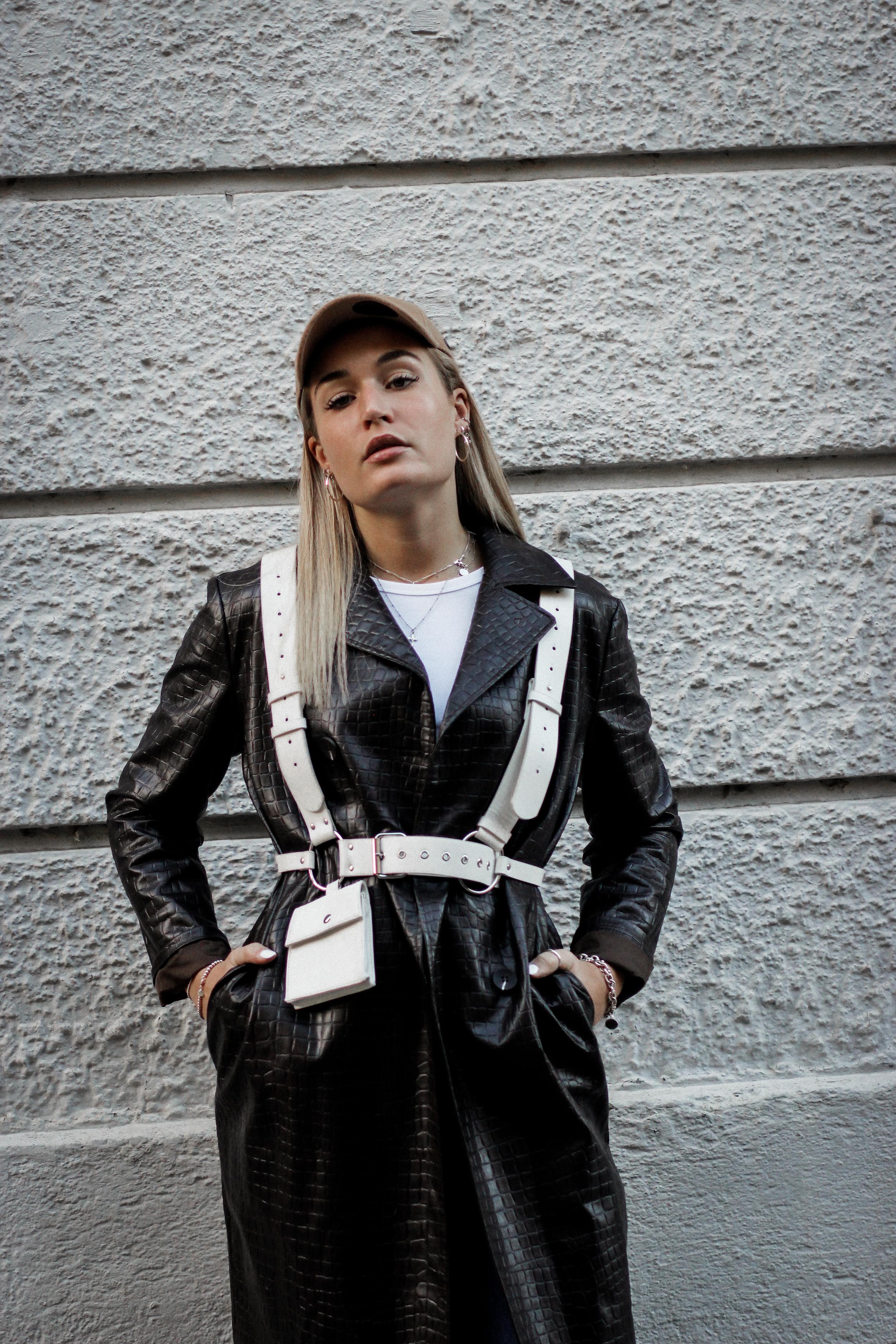 Lauralamode Fashion Blogger Fashionblogger Mantel Coat Herbst Herbsttrend Leather Coat Ledermantel Streetstyle Look Ootd Munich Berlin Deutschland8
