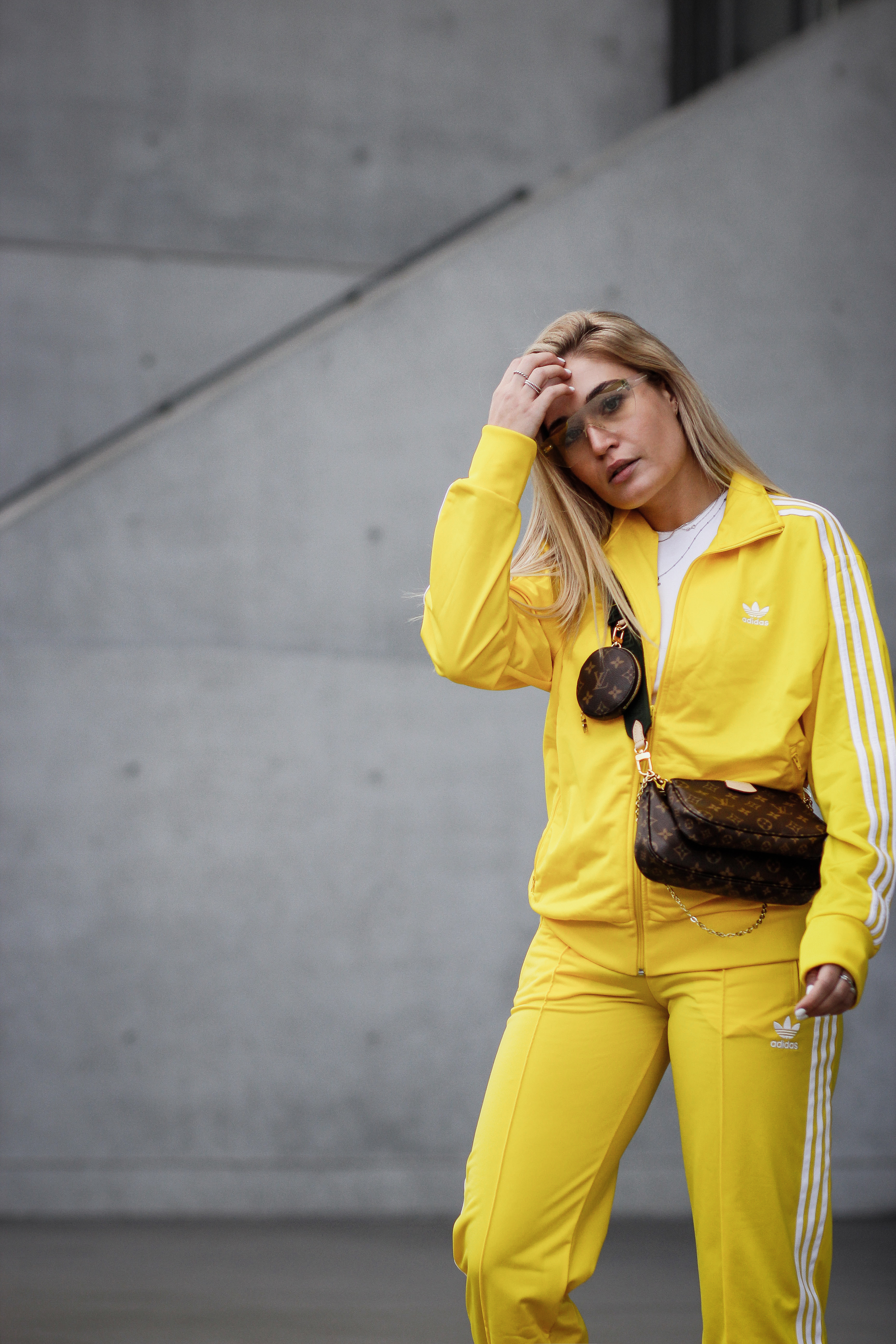 Lauralamode Adidas Outfit Tracksuit Streetstyle Look Outfitoftheday Louis Vuitton Louis Vuitton Multipochette Balenciaga Triple S Munich Berlin Blogger Fashionblogger13
