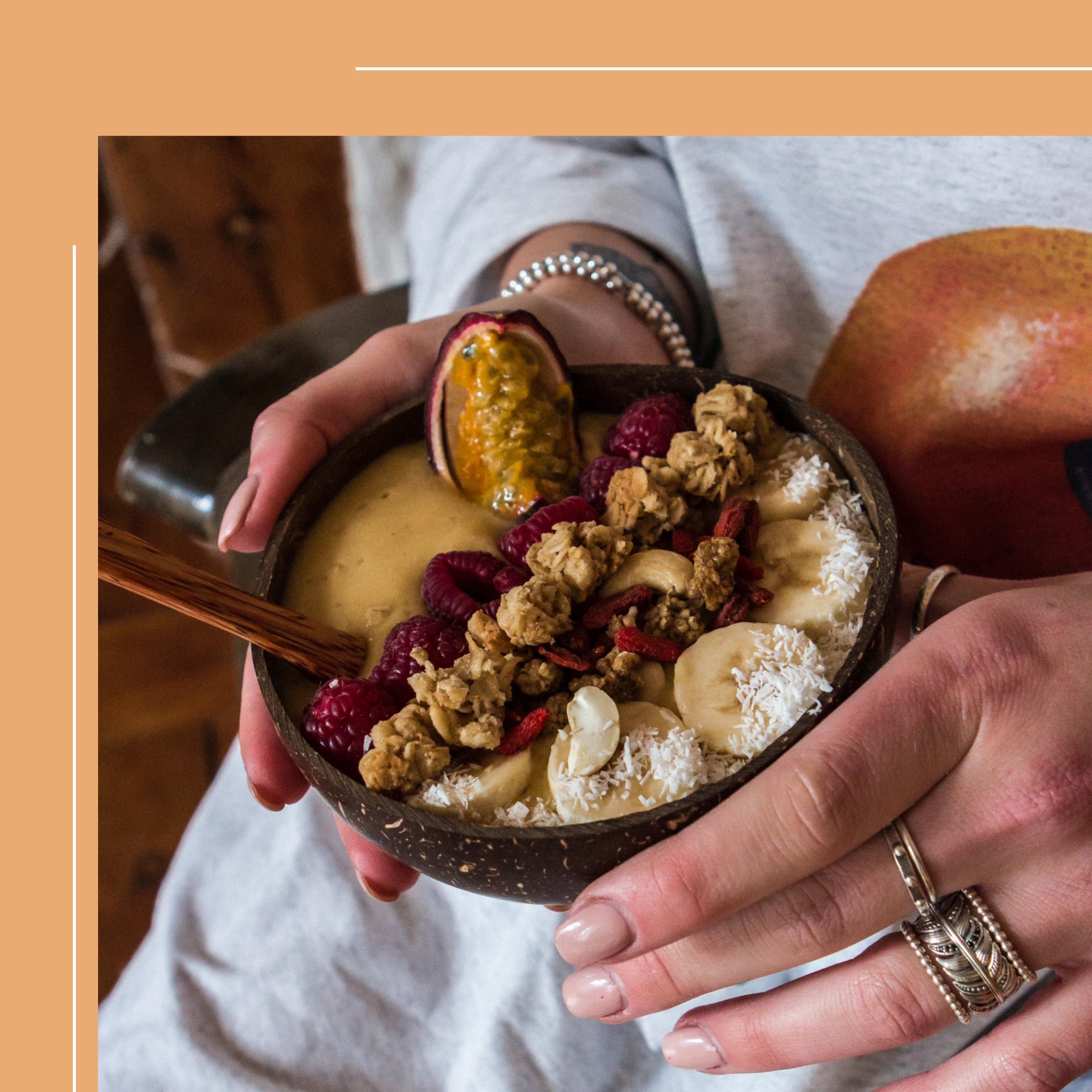 lauralamode-smoothie-smoothie bowl-breakfast-gesundes frühstück-frühstück-frozen smoothie bowl-fitness food-fitnessblogger-blogger-berlin