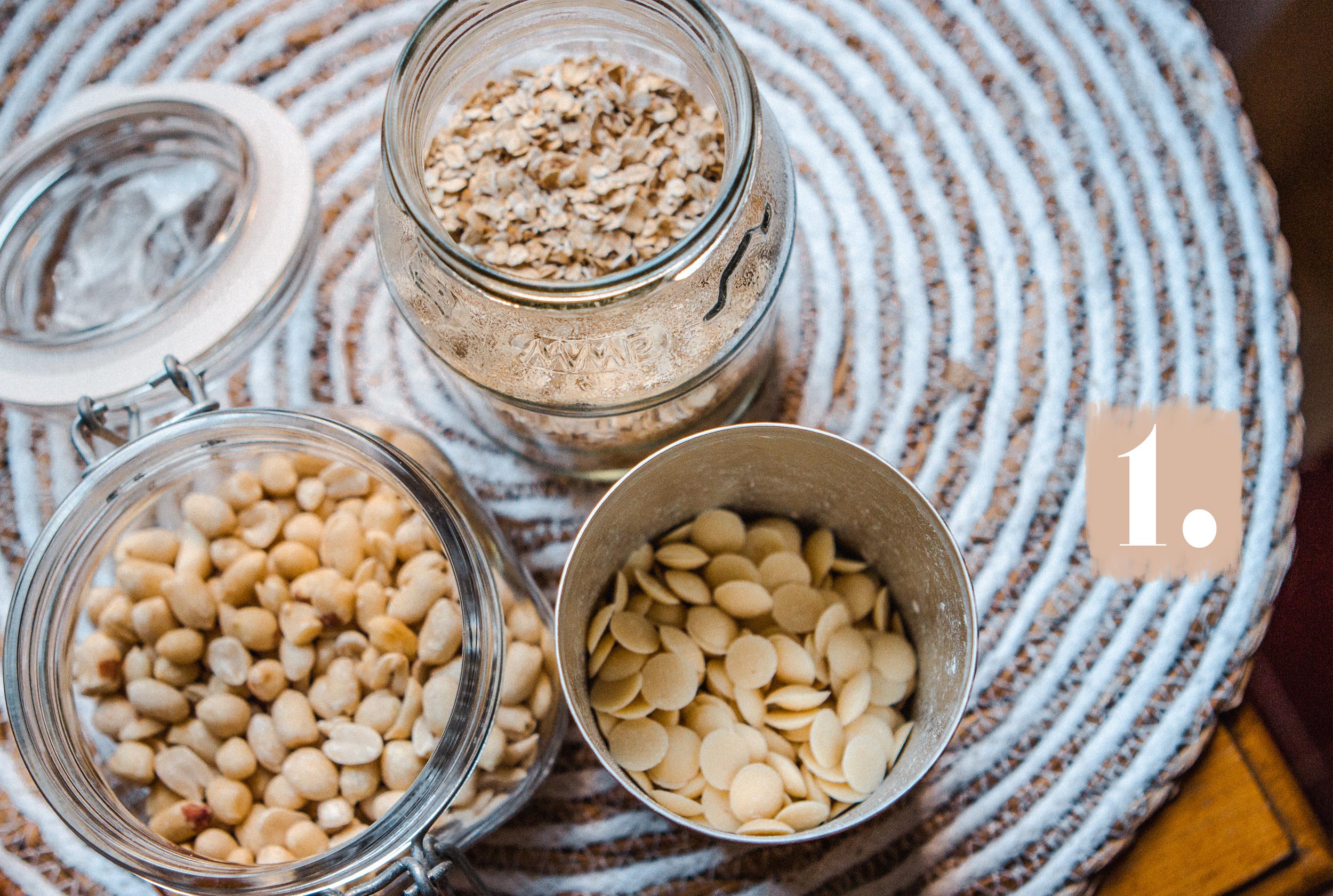 lauralamode-müsli-granola-vegan-healthy-no sugar-sugarfree-zuckerfrei-backen-crunchy müsli-crunchy granola-breakfast-recipe-rezept-foodblogger-fitnessblogger-berlin
